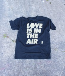 "SHIRT ""Love is in the Air"""